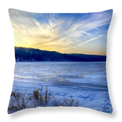 Wisconsin Dells Throw Pillow featuring the photograph Devils Lake by Bryan Benson