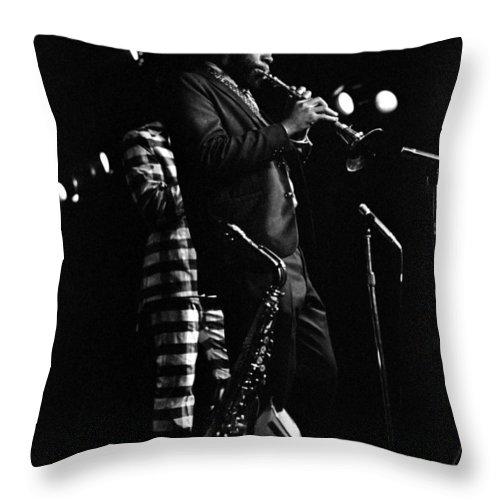 Dewey Redman Throw Pillow featuring the photograph Dewey Redman by Lee Santa