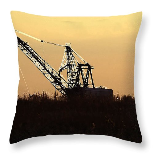 Drag Line Throw Pillow featuring the photograph Drag Line by David Lee Thompson