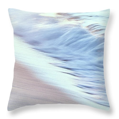 Fl Throw Pillow featuring the photograph Dreamy Waves by Bill Chambers