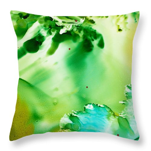 Underwater Throw Pillow featuring the painting Drifting Seaweed by Susan Kubes