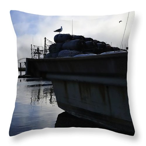Oregon Throw Pillow featuring the photograph Dusk Seagull 2386 by Jerry Sodorff