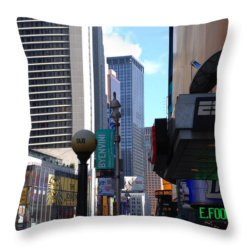 Food Throw Pillow featuring the photograph E Food Taxi New York City by Rob Hans