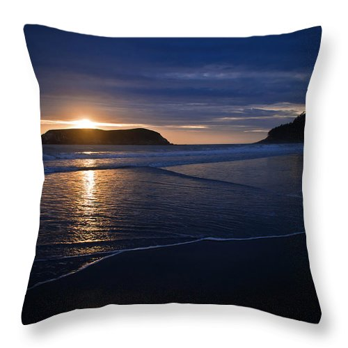 Gold Beach Throw Pillow featuring the photograph End Of A Beautiful Day by Joan McDaniel