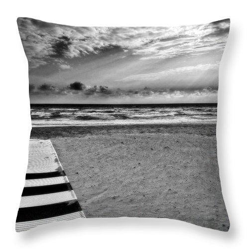 Landscape Throw Pillow featuring the photograph Evening Tide by Silvia Ganora