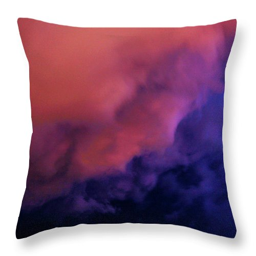 Nebraskasc Throw Pillow featuring the photograph Faces In The Clouds 001 by NebraskaSC