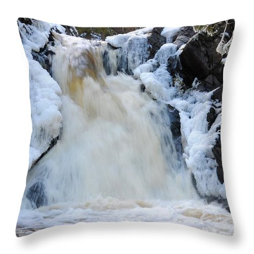 Fall River Throw Pillow featuring the photograph Fall River With Icicles by Sandra Updyke
