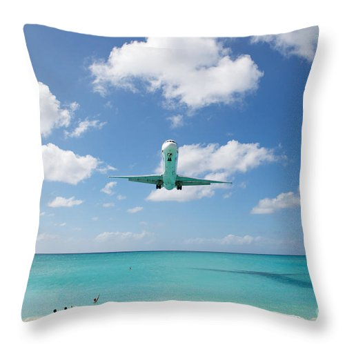 Flying Throw Pillow featuring the photograph Final Approach by Kim Fearheiley
