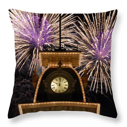 Fireworks Throw Pillow featuring the photograph Fireworks At Ten by David Lee Thompson