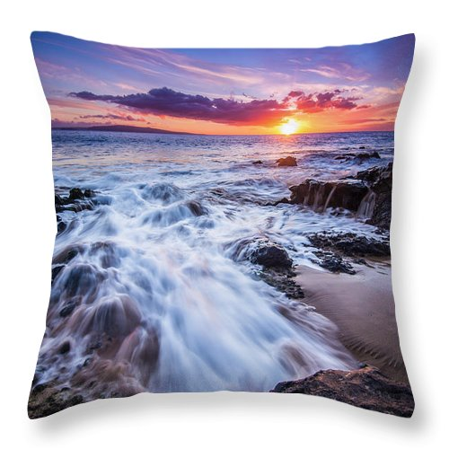 Sunset Throw Pillow featuring the photograph Flowing Sunset by Drew Sulock