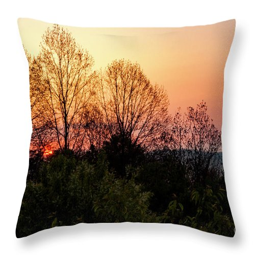 Foothills Parkway Throw Pillow featuring the photograph Foothills Parkway Sunrise by Bob Phillips