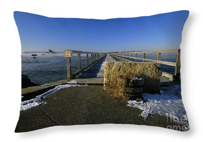 Wood Island Lifesaving Station Throw Pillow featuring the photograph Fort Foster - Kittery Maine Usa by Erin Paul Donovan