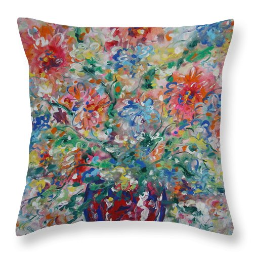 Flowers Throw Pillow featuring the painting Fresh Bouquet by Leonard Holland