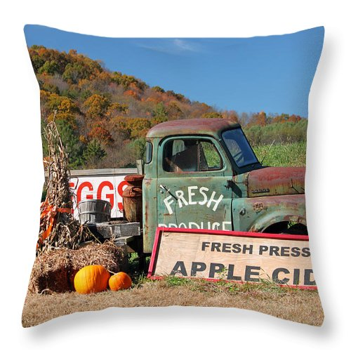 Fall Throw Pillow featuring the photograph Fresh by Suzanne Gaff