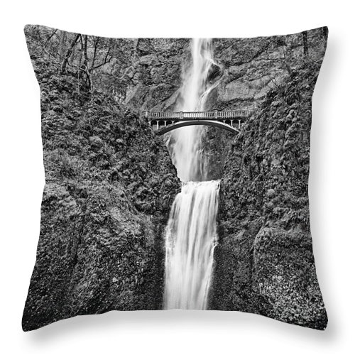 Waterfall Throw Pillow featuring the photograph Full View Of Multnomah Falls by Jamie Pham