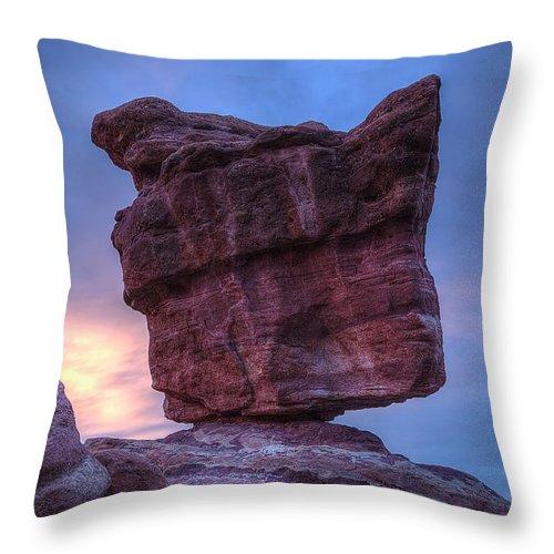 Balanced Rock Throw Pillow featuring the photograph Garden Of The Gods 4 by Alan Kepler