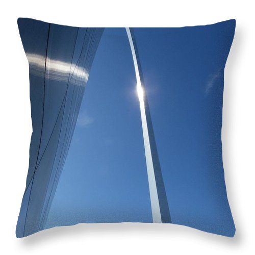 St. Louis Throw Pillow featuring the photograph Gateway Arch by Peggy King