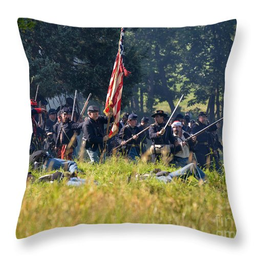 150th Throw Pillow featuring the photograph Gettysburg Union Infantry 9348c by Cynthia Staley