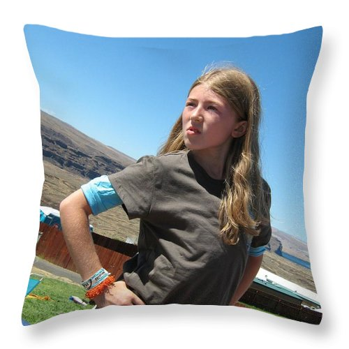Girl Throw Pillow featuring the photograph Girl In The Sun by Alan Espasandin