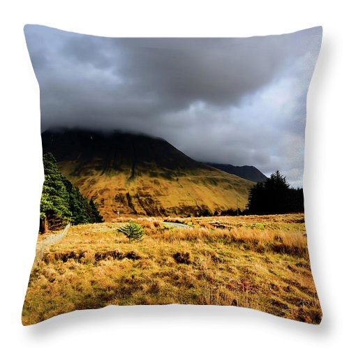 Isle Of Skye Throw Pillow featuring the photograph Glen Brittle by Smart Aviation
