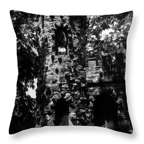 Castle Throw Pillow featuring the photograph Glen Island Castle by Richard Rizzo