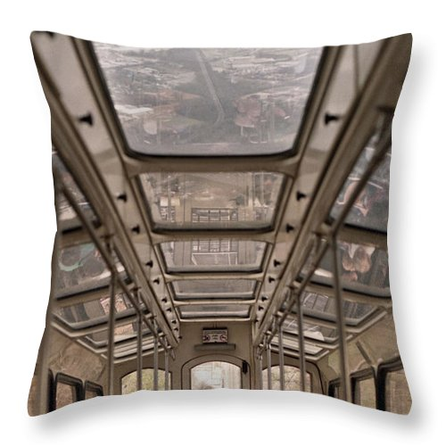 Cable Car Throw Pillow featuring the photograph Going Down by Richard Rizzo
