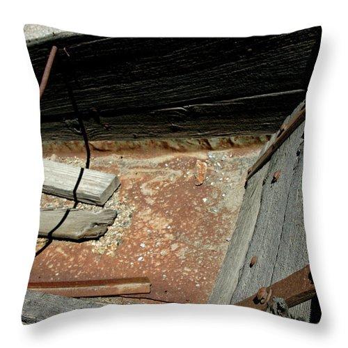 Usa Throw Pillow featuring the photograph Gold Minecart by LeeAnn McLaneGoetz McLaneGoetzStudioLLCcom