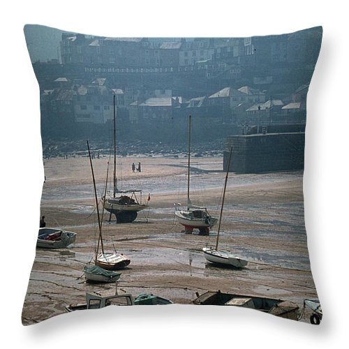 Great Britain Throw Pillow featuring the photograph Harbor IIi by Flavia Westerwelle