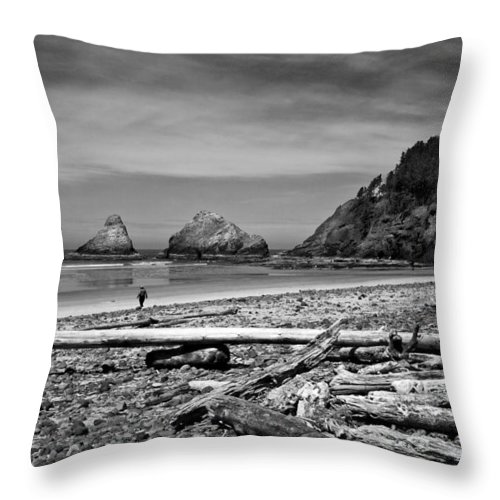Landscape Throw Pillow featuring the photograph Heceta Head Lighthouse by Lee Santa