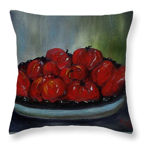 Tomato Throw Pillow featuring the painting Heritage Tomatoes by Judith Rhue