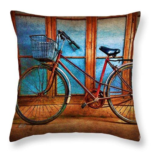 Hoi An Throw Pillow featuring the photograph Hoi An Bike by Stuart Row