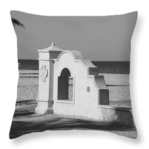 Black And White Throw Pillow featuring the photograph Hollywood Beach Wall by Rob Hans
