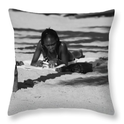 Black And White Throw Pillow featuring the photograph Homework At The Hollywood Beach by Rob Hans