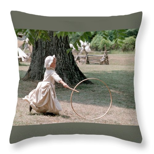Hoop Throw Pillow featuring the photograph Hoop by Flavia Westerwelle