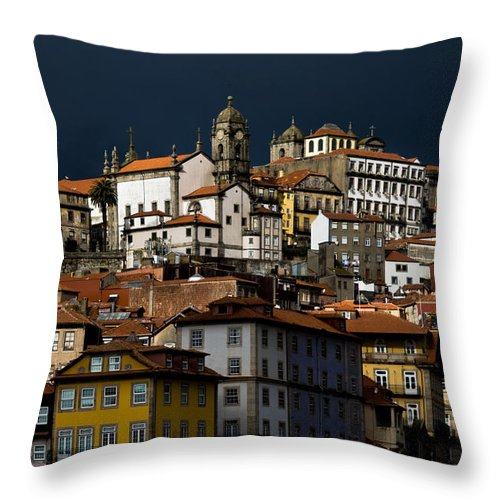 Building Throw Pillow featuring the photograph Houses Of The Slope by Nelson Mineiro