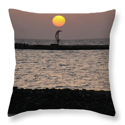 Al-ahyaa Throw Pillow featuring the photograph How Curve by Jez C Self
