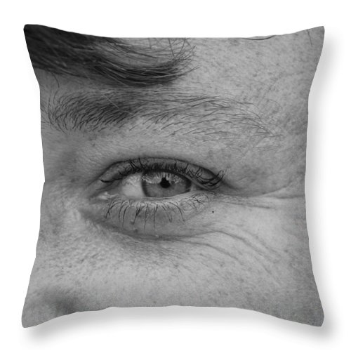 Black And White Throw Pillow featuring the photograph I See You by Rob Hans