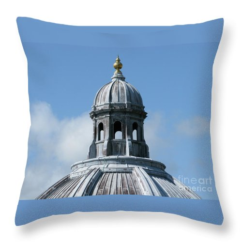 Oxford University Throw Pillow featuring the photograph Iconic Dome by Ann Horn