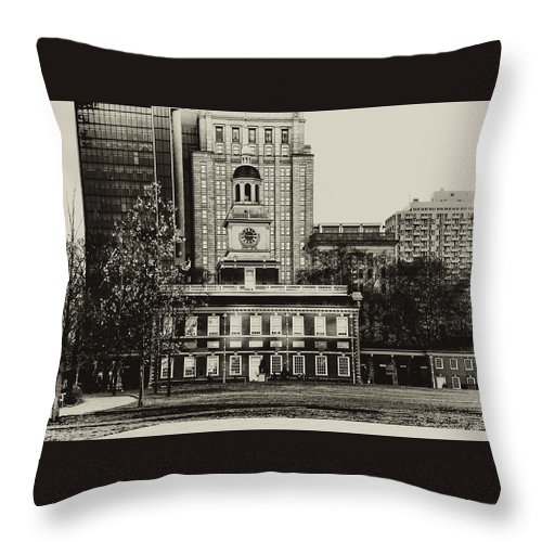 Philadelphia Throw Pillow featuring the photograph Independence Hall by Bill Cannon