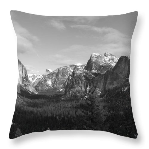 Yosemite Throw Pillow featuring the photograph Inspiration Point by Travis Day