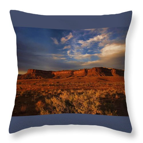 Canyonlands Throw Pillow featuring the photograph Island In The Sky by Nick Roberts