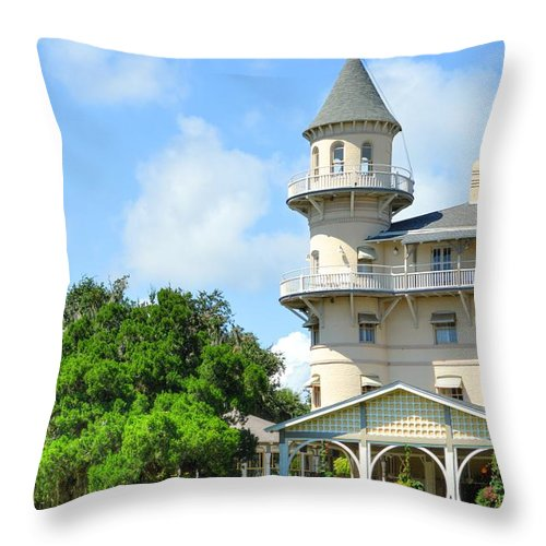 Jekyl Island Throw Pillow featuring the photograph Jekyl Island Living by Linda Covino