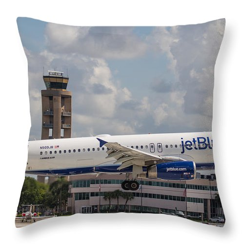 Airline Throw Pillow featuring the photograph Jetblue Fll by Dart and Suze Humeston