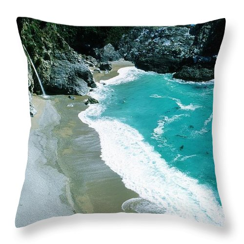 Julia Pfeiffer Burns State Park Throw Pillow featuring the photograph Julia Pfeiffer Burns State Park by Ronnie Glover