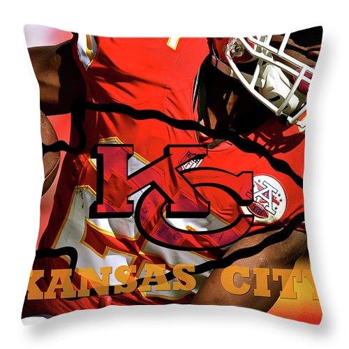Kareem Hunt Throw Pillow featuring the mixed media Kareem Hunt, Kansas City Chiefs by Thomas Pollart