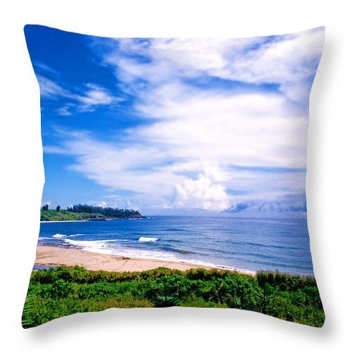 Hawaii Throw Pillow featuring the photograph Kealia Beach by Kevin Smith