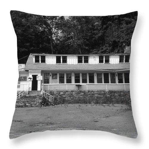 Connecticut Throw Pillow featuring the photograph Lake Waramaug Casino by Richard Rizzo