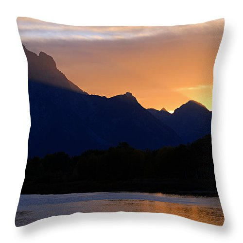 Oxbow Bend Throw Pillow featuring the photograph Last Light Of Day by Larry Ricker