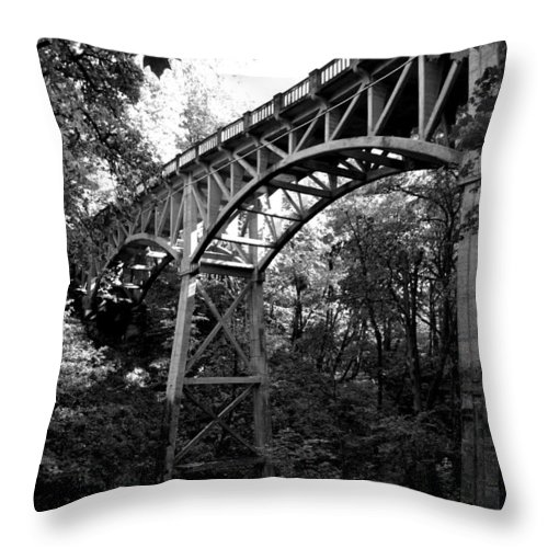 Latourell Falls Throw Pillow featuring the photograph Latourell Bridge by Noah Cole