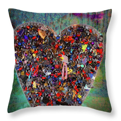 Lockets Throw Pillow featuring the photograph Locket Heart-4 by Gina Geldbach-Hall